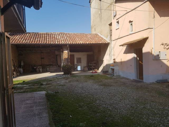 Rustico 6 locali in vendita a Voghera (PV)