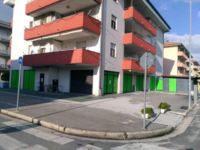Negozio monolocale in affitto a Potenza Picena (MC)