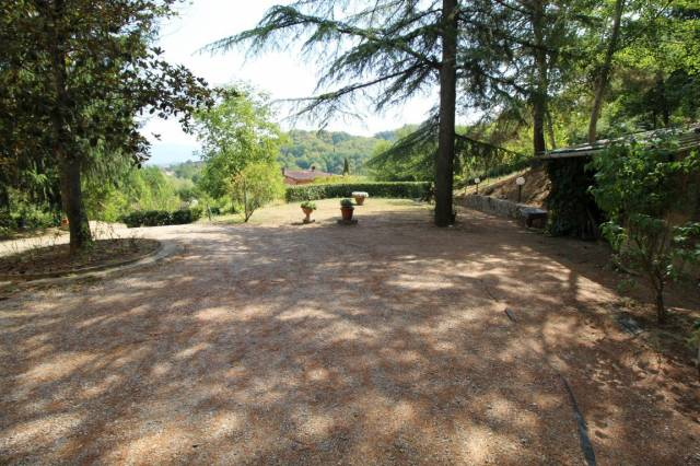 Villa 6 locali in vendita a Montevarchi (AR)