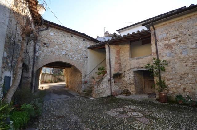 Appartamento 5 locali in vendita a Calvi dell'Umbria (TR)