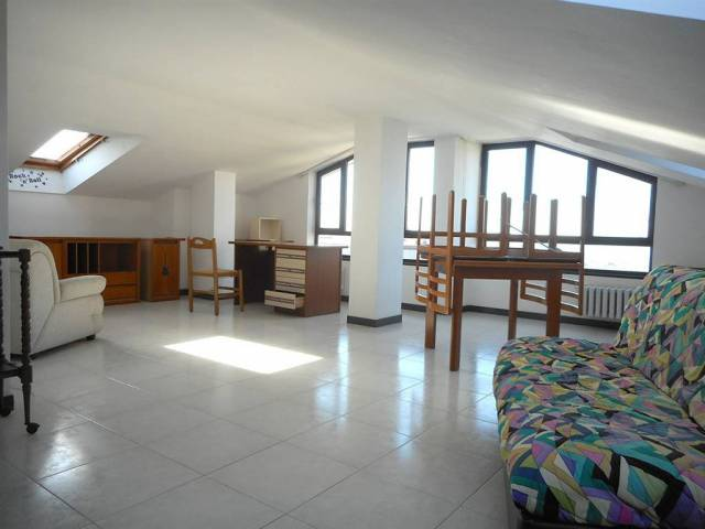 Appartamento trilocale in affitto a Salerno (SA)