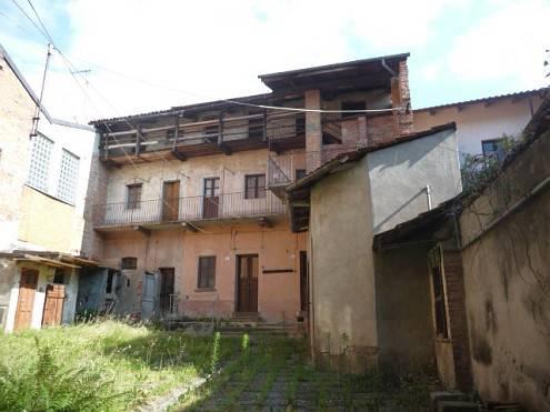 Palazzo / Stabile in vendita a Lozzolo, 20 locali, prezzo € 110.000 | CambioCasa.it