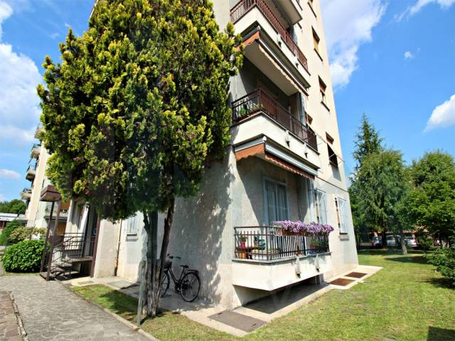 Appartamento trilocale in vendita a Seregno (MB)