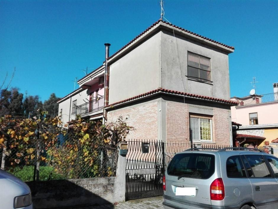 Appartamento in buone condizioni in vendita Rif. 7946009