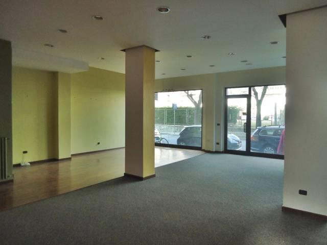 Negozio monolocale in vendita a Aosta (AO)