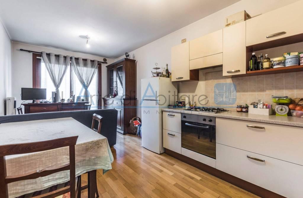 Appartamento in ottime condizioni parzialmente arredato in vendita Rif. 5577388