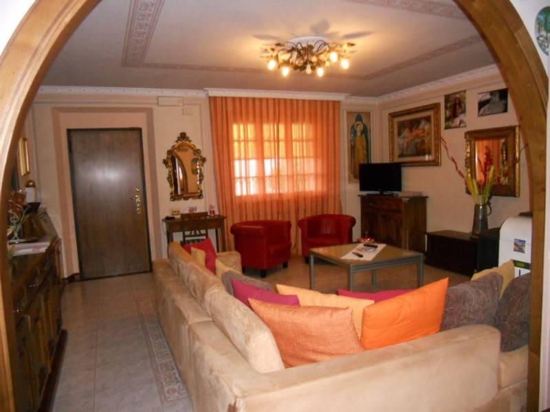 Appartamento in Vendita a Castiglione Del Lago: 5 locali, 110 mq