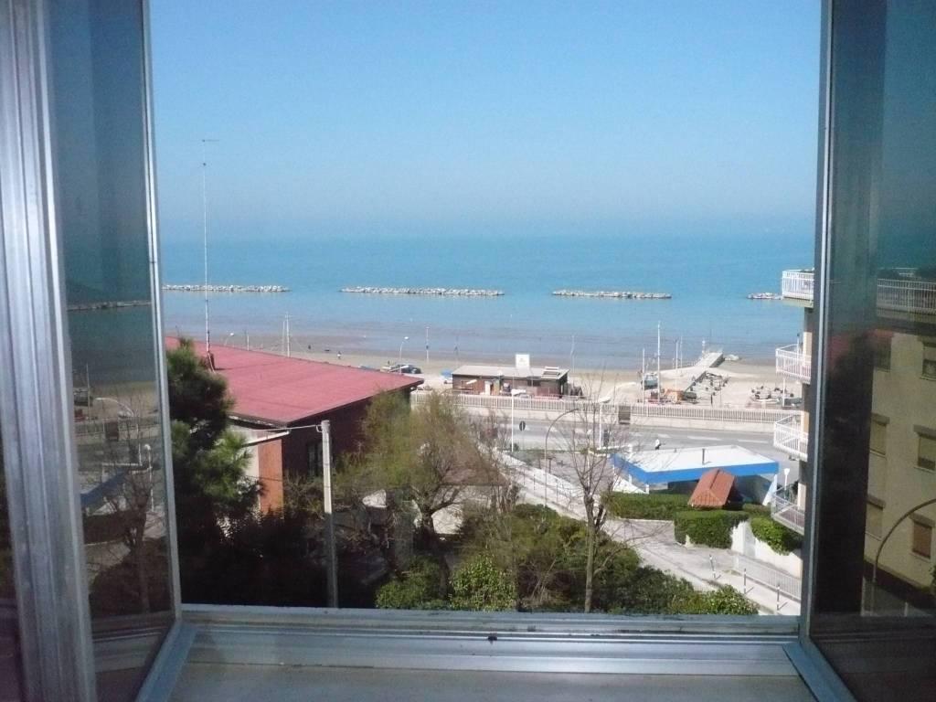 Appartamento in buone condizioni in vendita Rif. 9149898