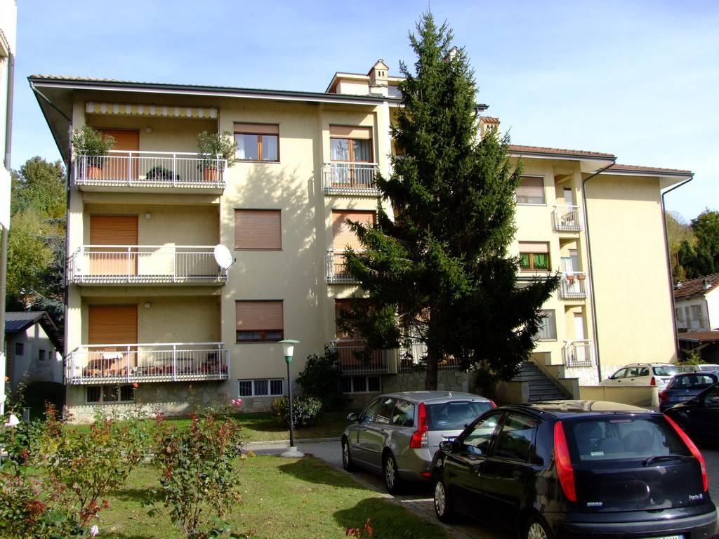 Appartamento in buone condizioni in vendita Rif. 8489679