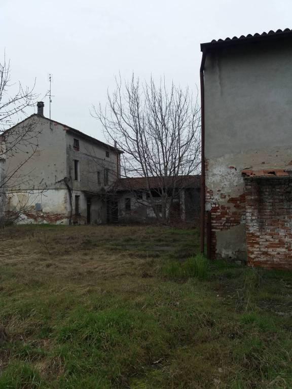 Rustico / Casale in vendita a Pieve San Giacomo, 11 locali, prezzo € 50.000   PortaleAgenzieImmobiliari.it