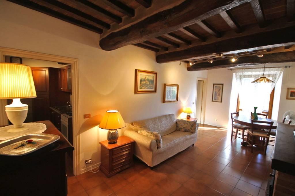 Appartamento in buone condizioni parzialmente arredato in vendita Rif. 8442554