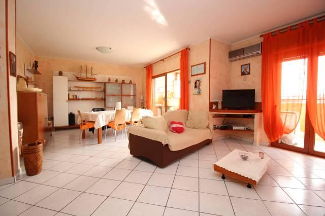 Appartamento in ottime condizioni parzialmente arredato in vendita Rif. 5538854