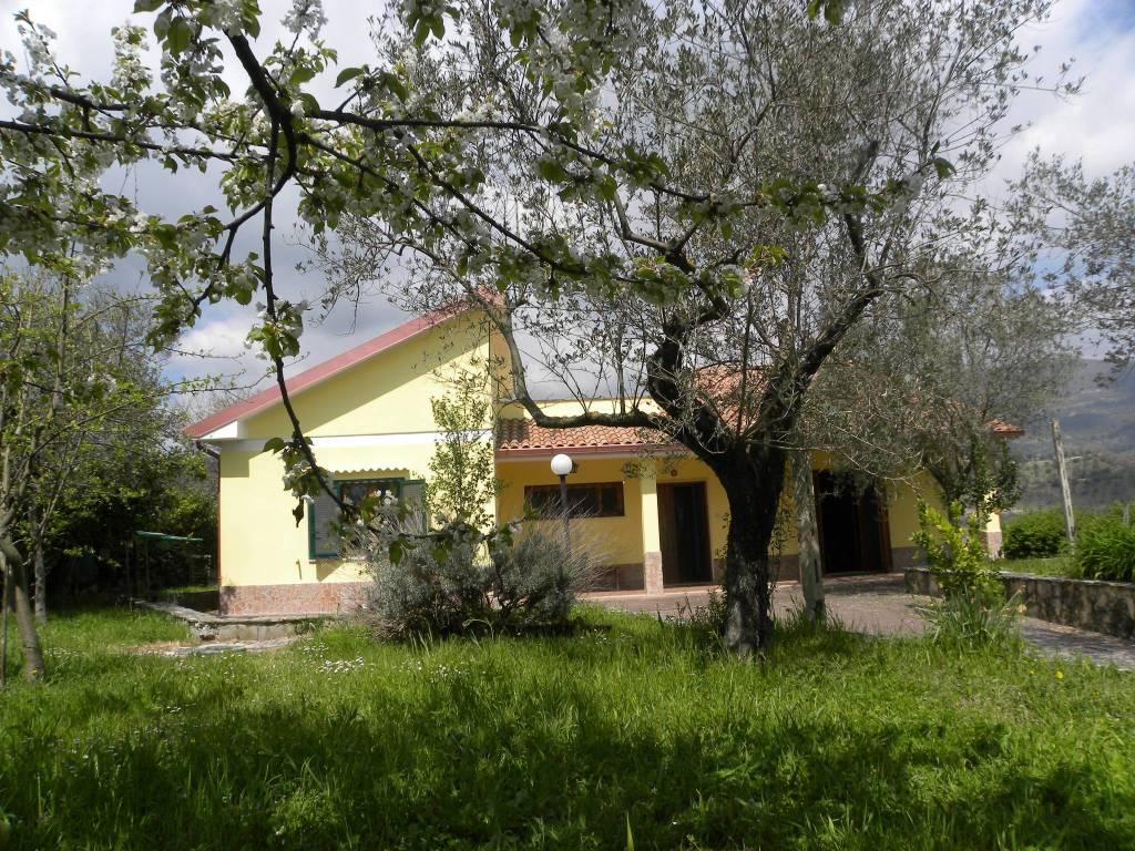 Villa Via Roma, Mompeo