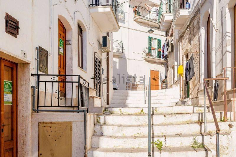 Abitazione indipendente in pietra con terrazzo
