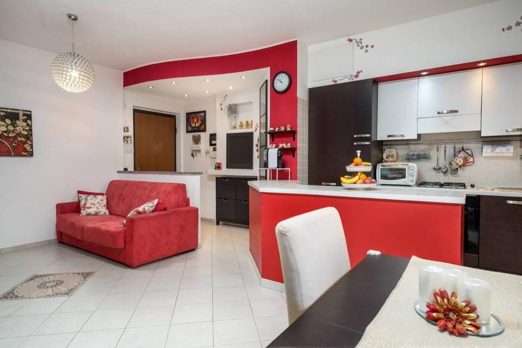 Appartamento in ottime condizioni parzialmente arredato in vendita Rif. 5539391