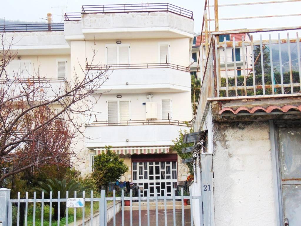 Villa in buone condizioni in vendita Rif. 7473033