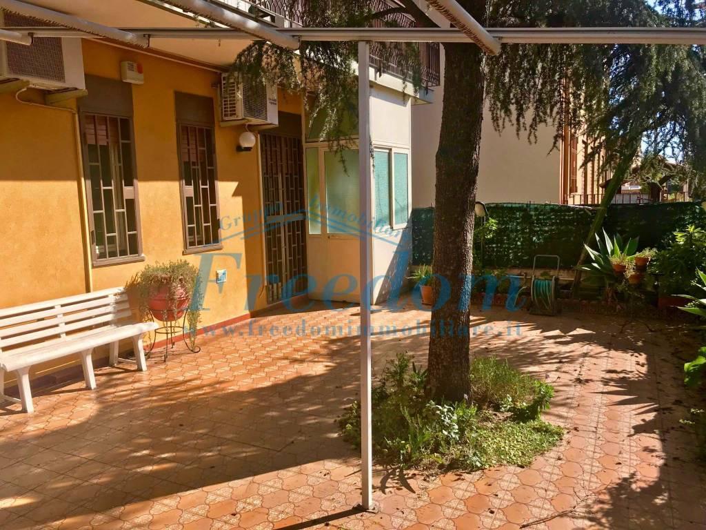 Appartamento in ottime condizioni in vendita Rif. 8061375