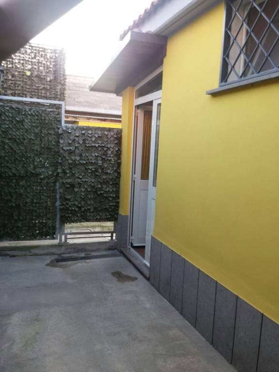 BILOCALE ARREDATO CON CORTE-LAGHETTO