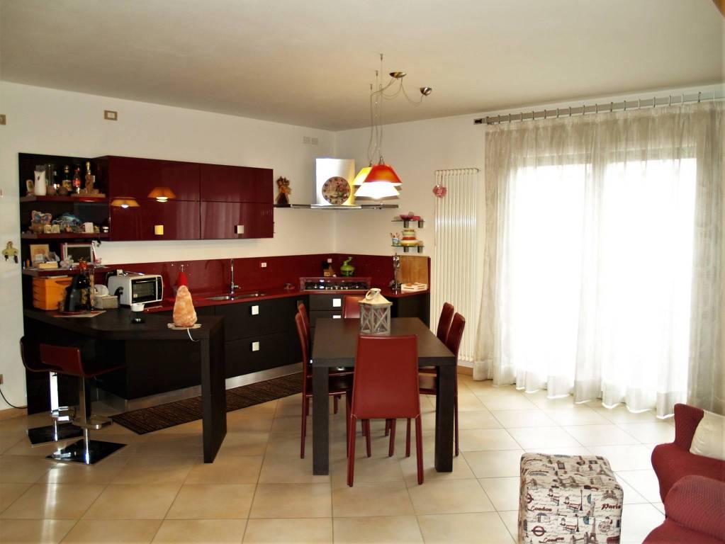 Appartamento in ottime condizioni arredato in vendita Rif. 5611925