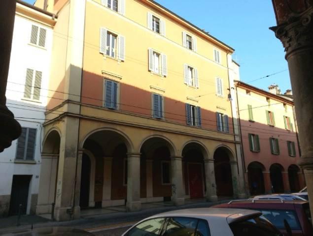 Appartamento in vendita 2 vani 81 mq.  via Santo Stefano 164 Bologna
