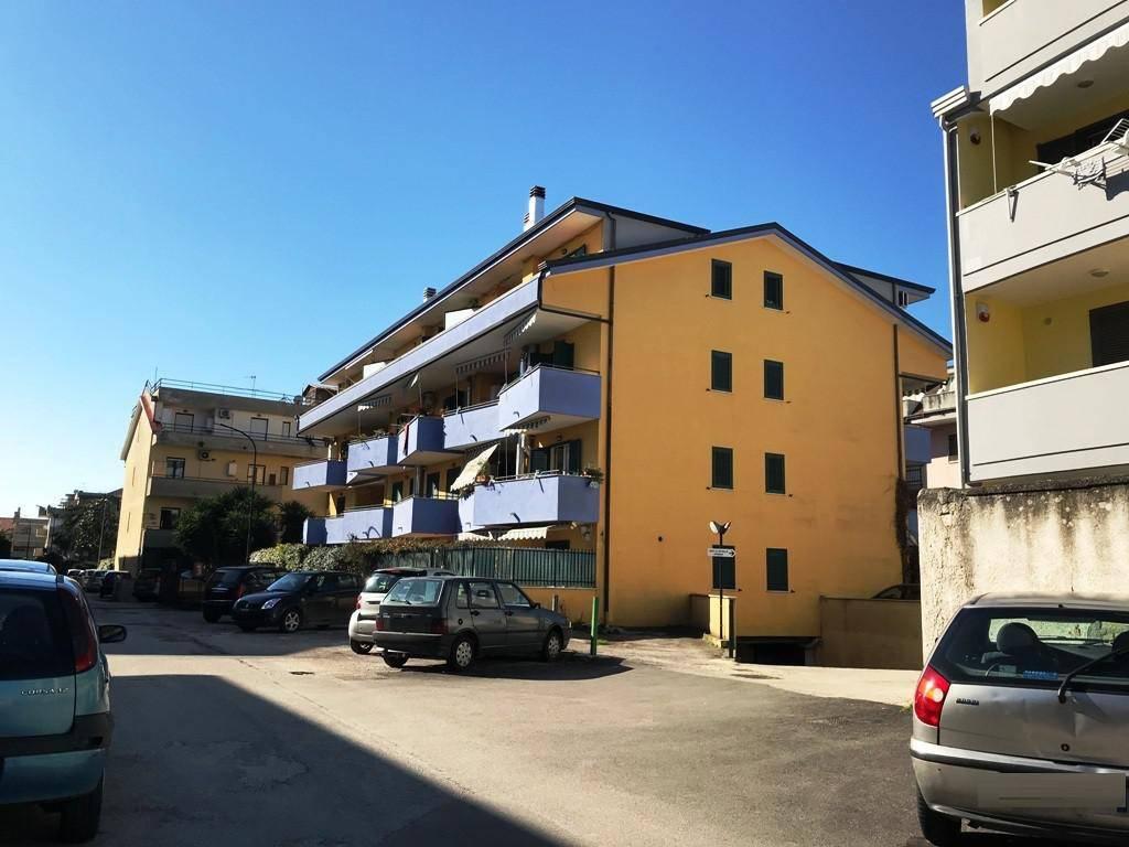 Appartamento in ottime condizioni in vendita Rif. 9210653
