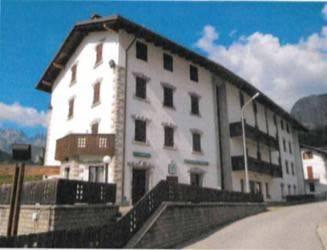 Albergo in vendita a Forni di Sopra, 6 locali, Trattative riservate | CambioCasa.it