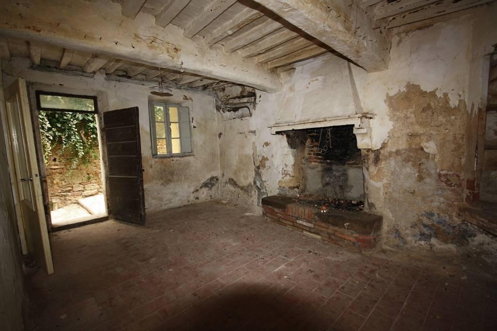 Appartamento da ristrutturare in vendita Rif. 9140380