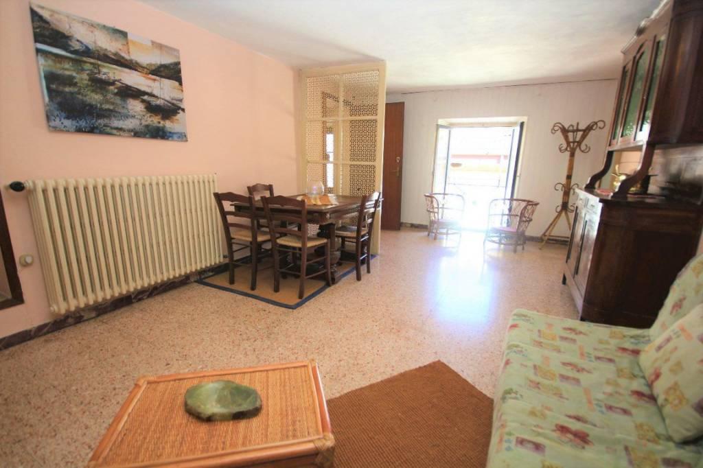 Appartamento in vendita a Menaggio, 2 locali, prezzo € 195.000 | CambioCasa.it