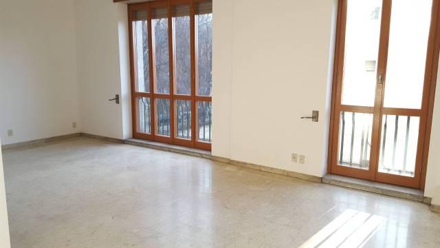 Appartamento in Affitto a Milano 08 Vercelli / Magenta / Cadorna / Washington: 3 locali, 145 mq