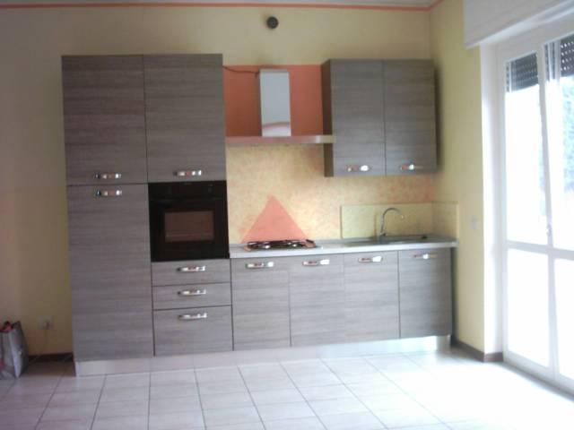 Appartamento in buone condizioni parzialmente arredato in affitto Rif. 6178991
