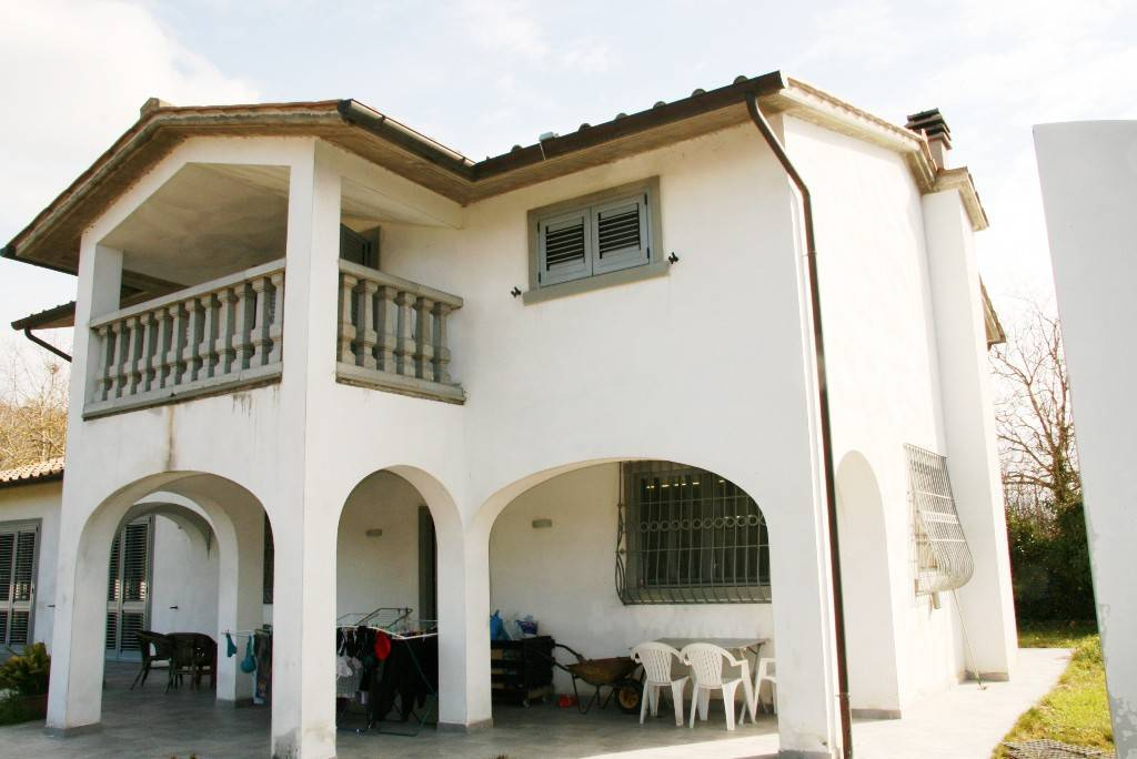 Villa in Vendita a Arezzo: 5 locali, 210 mq