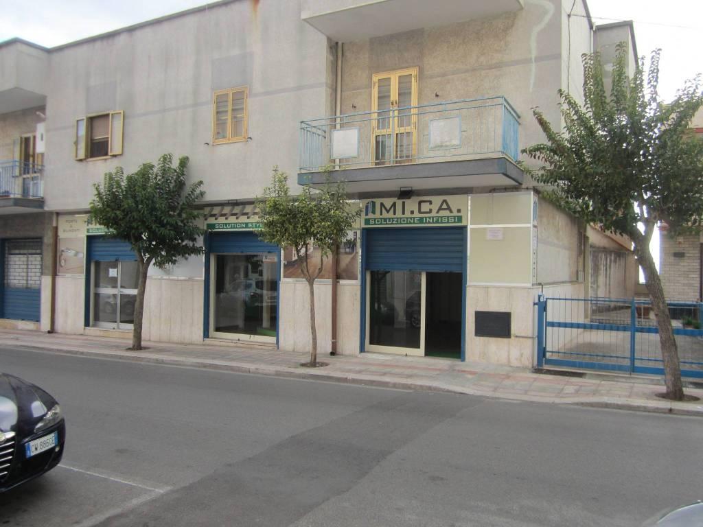 Negozio / Locale in affitto a Statte, 1 locali, prezzo € 600   CambioCasa.it