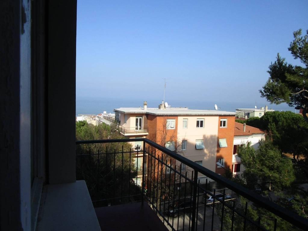 Appartamento in buone condizioni in vendita Rif. 9149899