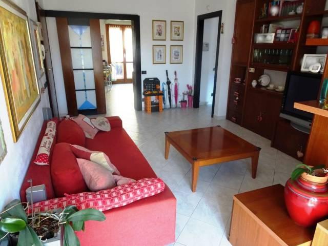 Appartamento in ottime condizioni parzialmente arredato in vendita Rif. 7019661