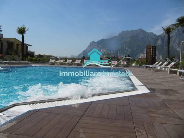 Lussuoso trilocale con possibilità di piscina e Therme Nago-Torbole