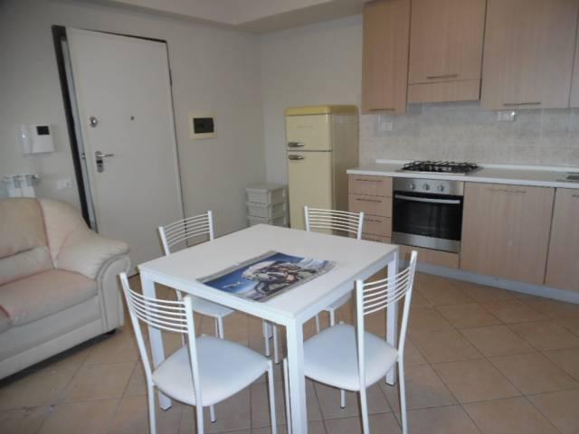 Appartamento in buone condizioni arredato in affitto Rif. 7214101