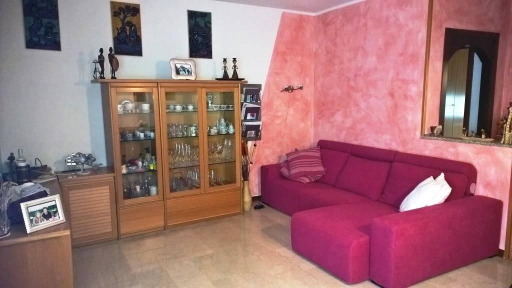 Appartamento in ottime condizioni arredato in vendita Rif. 5586081