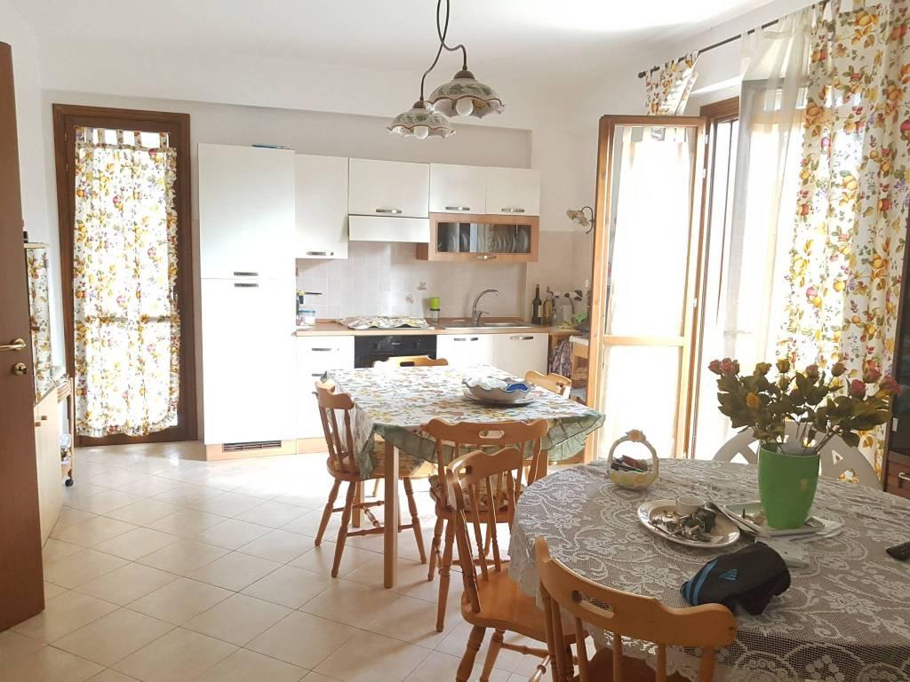 Appartamento in ottime condizioni arredato in vendita Rif. 8089395