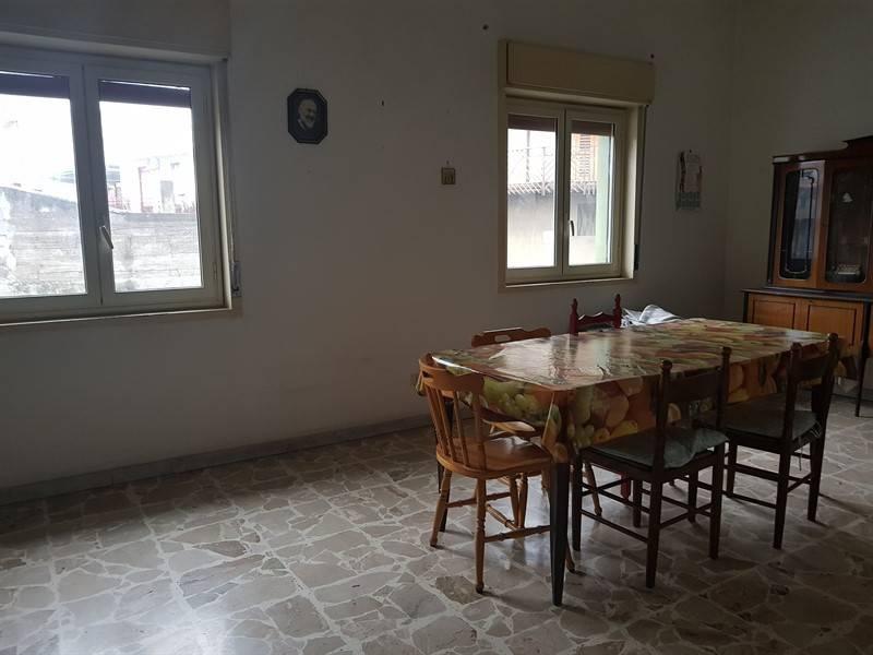 Appartamento in buone condizioni in vendita Rif. 9381243