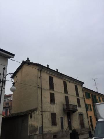 Casa indipendente in Vendita a Nizza Monferrato Centro: 5 locali, 200 mq