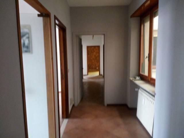 Appartamento in buone condizioni in affitto Rif. 4228185