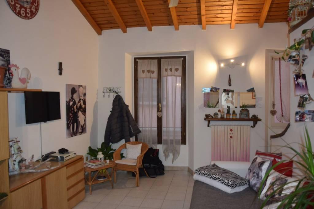 Appartamento in buone condizioni parzialmente arredato in vendita Rif. 6330348