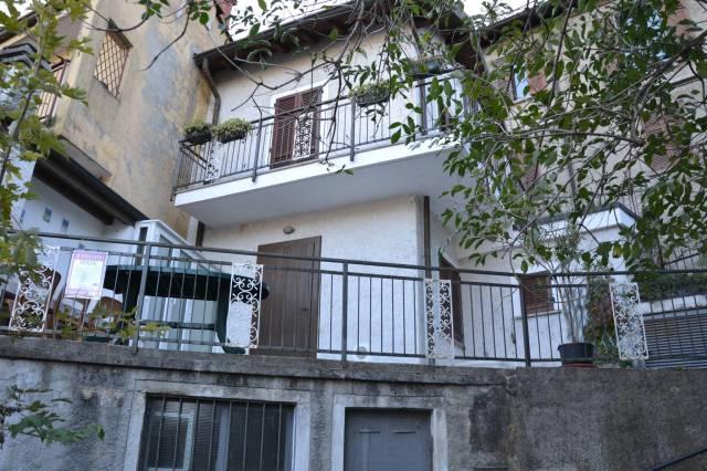 Appartamento in buone condizioni in vendita Rif. 6947319