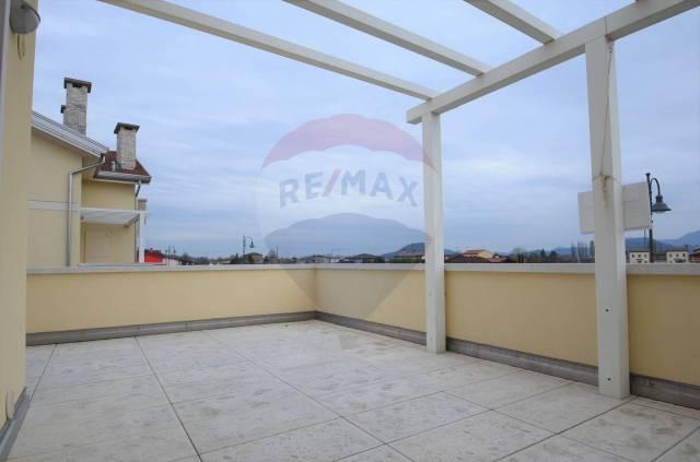 Appartamento in ottime condizioni in vendita Rif. 5569120