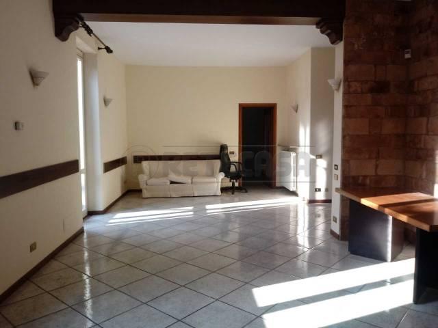 Appartamento in buone condizioni arredato in affitto Rif. 4967345