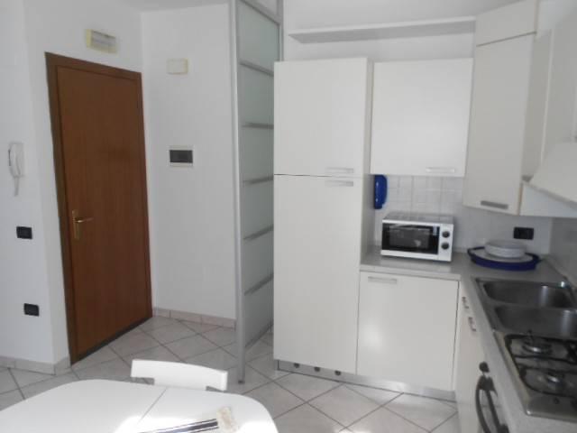 Appartamento in buone condizioni arredato in affitto Rif. 4316882