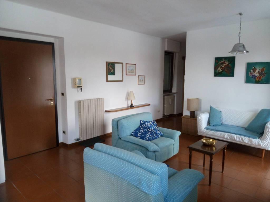 Appartamento in ottime condizioni arredato in affitto Rif. 6964105