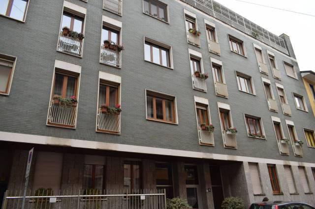 Appartamento in vendita 6 vani 170 mq.  via dei Carracci 6 Milano