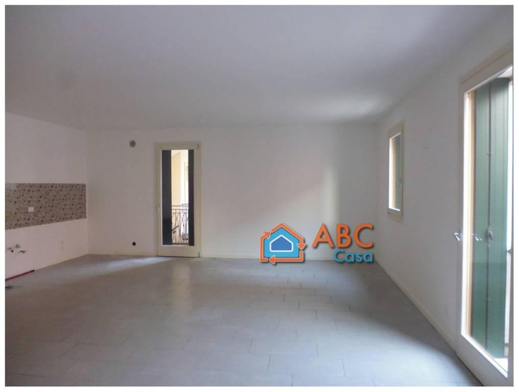 Appartamento in buone condizioni in vendita Rif. 8816937