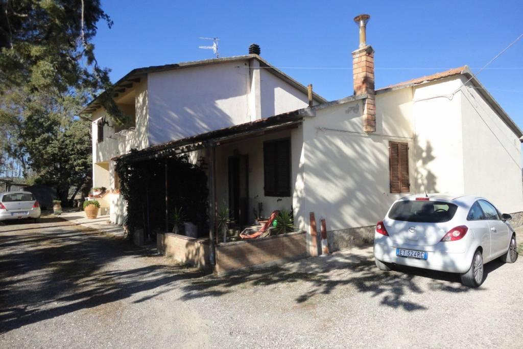 Rustico / Casale in buone condizioni in vendita Rif. 8230870